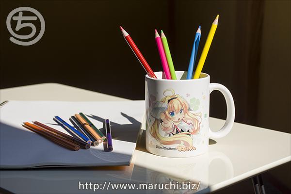 デザインしたマグカツプと色鉛筆2015年八月