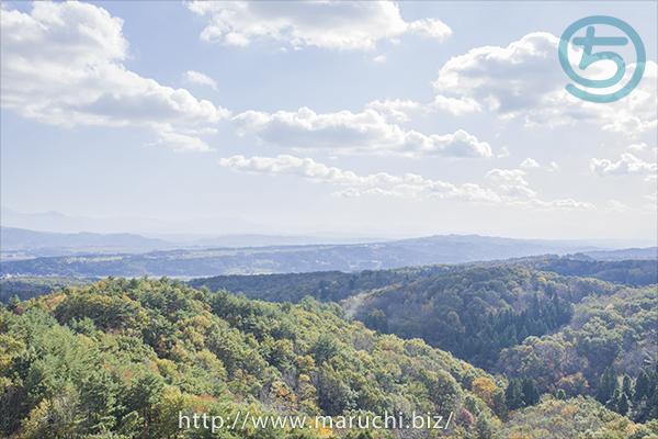 秋の山と空、越後丘陵公園2017年十一月